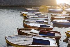 Fartyg i fjärden av Naples på solnedgången, Campania, Italien Fotografering för Bildbyråer