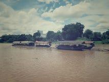 Fartyg i floden Royaltyfria Foton