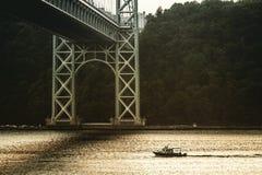 Fartyg i floden Royaltyfri Fotografi