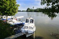 Fartyg i floden Royaltyfri Bild