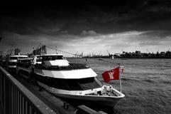 Fartyg i Hamburg Arkivfoton