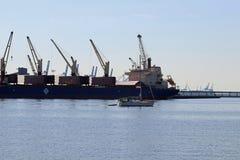 Fartyg i hamnen Royaltyfria Bilder