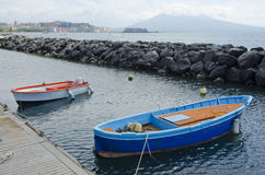 Fartyg i hamnen på Naples, Italien Royaltyfria Bilder