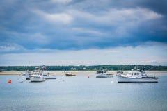 Fartyg i Hampton Harbor, i Hampton Beach, New Hampshire Arkivbild
