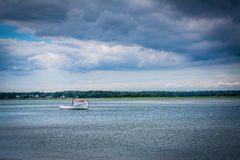 Fartyg i Hampton Harbor, i Hampton Beach, New Hampshire Arkivfoto