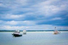 Fartyg i Hampton Harbor, i Hampton Beach, New Hampshire Royaltyfria Bilder