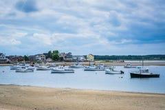 Fartyg i Hampton Harbor, i Hampton Beach, New Hampshire Royaltyfri Fotografi