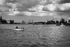 Fartyg i kanal royaltyfri bild