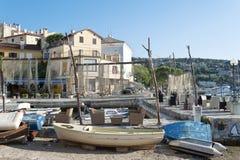 Fartyg i liten mediteraenian fiskeport i Opatija Arkivfoton