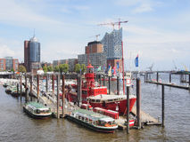 Fartyg i porten av Hamburg (Tyskland) Royaltyfri Foto