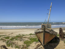 Fartyg i Punta del Diablo, Uruguay Royaltyfri Foto