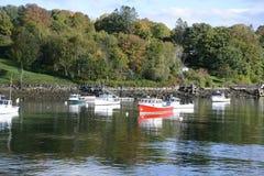 Fartyg i Rockporten Marine Harbor i Maine Arkivbild