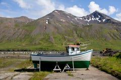 Fartyg i Sigulfjordur Royaltyfri Fotografi