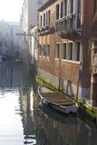 fartyg kanal förtöjde venice Royaltyfri Foto