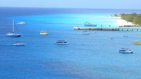 Fartyg längs det karibiskt Royaltyfri Foto