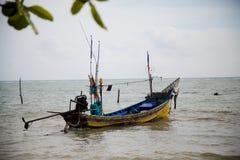 Fartyg med fiskare Royaltyfri Bild
