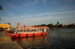 Fartyg med ?gon i Hoi An, Vietnam En popul?r asiatisk turist- transport och sight Hoi An Vietnam, Februari 2017 royaltyfria foton