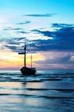 Fartyg med solnedgång Royaltyfria Bilder