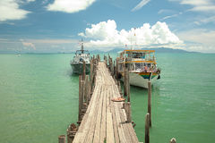 Fartyg och bro Arkivbilder