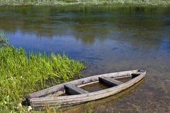 Fartyg och flod Royaltyfri Bild