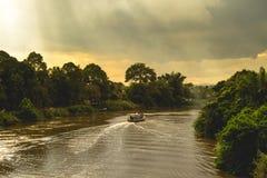 Fartyg och flod Royaltyfria Foton