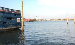 Fartyg och flod Royaltyfri Fotografi