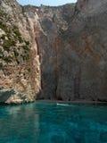 Fartyg och klippa i den Zakynthos ön Grekland Royaltyfri Foto