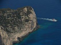 Fartyg och klippa i den Zakynthos ön Grekland Royaltyfri Fotografi