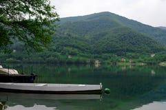 Fartyg och lake Fotografering för Bildbyråer