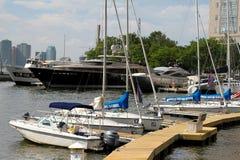 Fartyg och yachter på Hudson River Fotografering för Bildbyråer