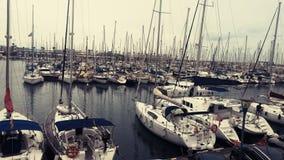 Fartyg och yachter på vattnet i Barcelona Oktober royaltyfria bilder