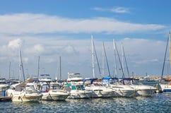 Fartyg- och yachthamn Arkivfoto