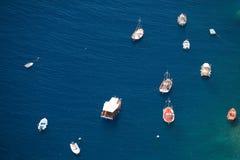 Fartyg på blått vatten Fotografering för Bildbyråer