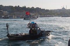 Fartyg på Bosphorusen Arkivfoton