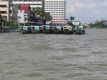 Fartyg på Chao Phraya River Arkivfoto