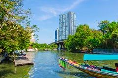 Fartyg på den Bangkok kanalen Royaltyfria Bilder