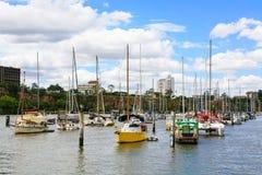 Fartyg på den Brisbane floden Arkivfoto