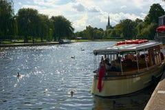 Fartyg på floden Avon Stratford Upon Avon UK arkivbilder