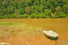 fartyg på floden efter flod arkivfoton