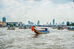 Fartyg på floden i Bangkok Arkivfoton