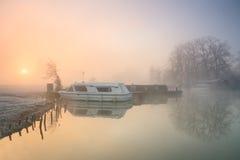 Fartyg på flodThemsen i Oxford Arkivfoton