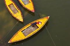 Fartyg på Ganges River, Varanasi Indien, lopp, turism Royaltyfri Fotografi