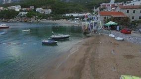 Fartyg på hamnen, gamla byggnader, Milocher Adriatiskt hav lager videofilmer