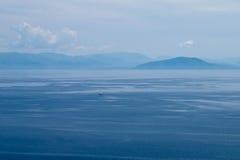 Fartyg på havet i sen eftermiddag Royaltyfri Foto