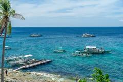 Fartyg på havet på Apo-ön Fotografering för Bildbyråer