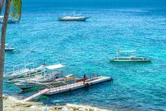 Fartyg på havet på Apo-ön Royaltyfri Bild