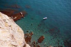 Fartyg på havskust Arkivfoto