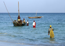 Fartyg på Indiska oceanen av Nungwi Royaltyfria Bilder