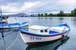 Fartyg på kajen i Sozopol, Bulgarien royaltyfria bilder