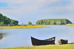 Fartyg på kust av Danube River Arkivfoto